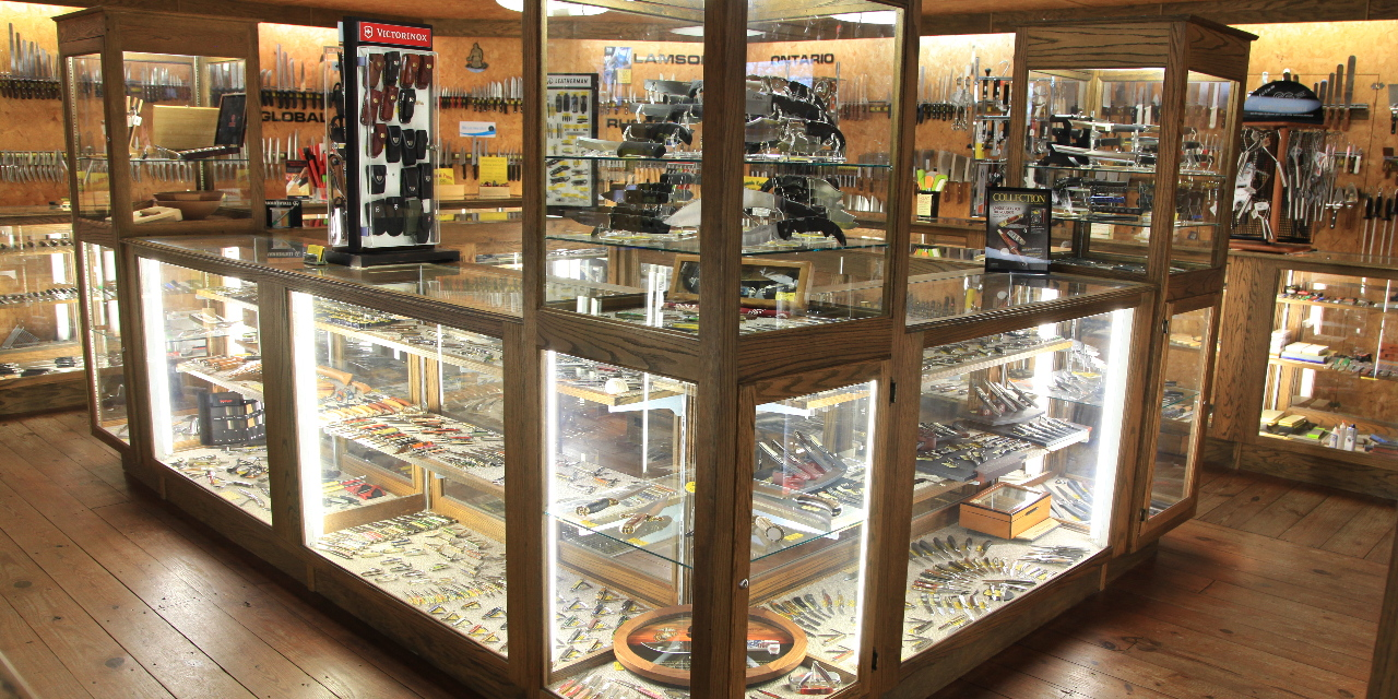 Country knives offers a wide variety of knives, including camping knives, hunting knives, kitchen knives, and other accessories for knife collectors