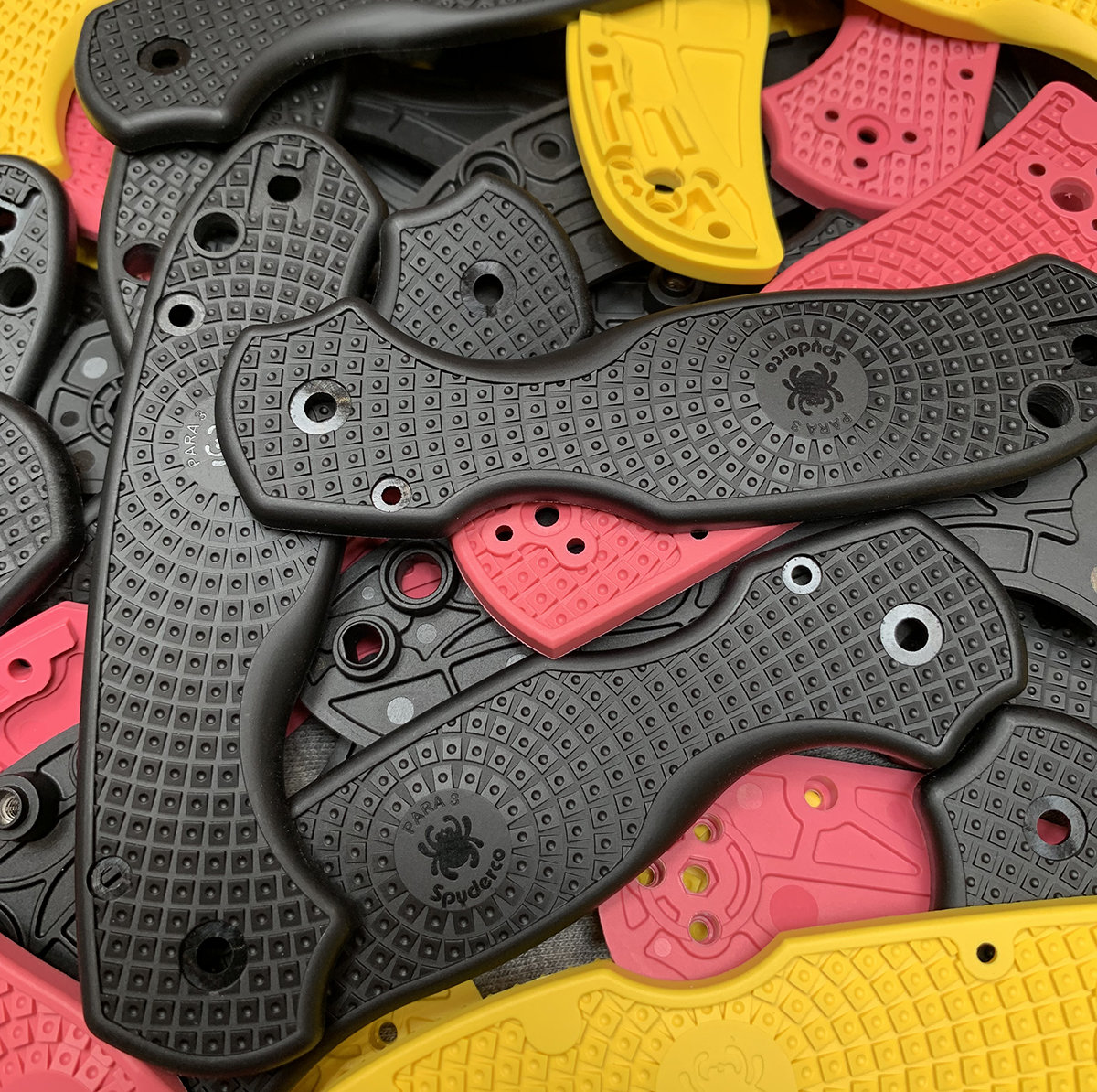 injection molded spyderco knife handles